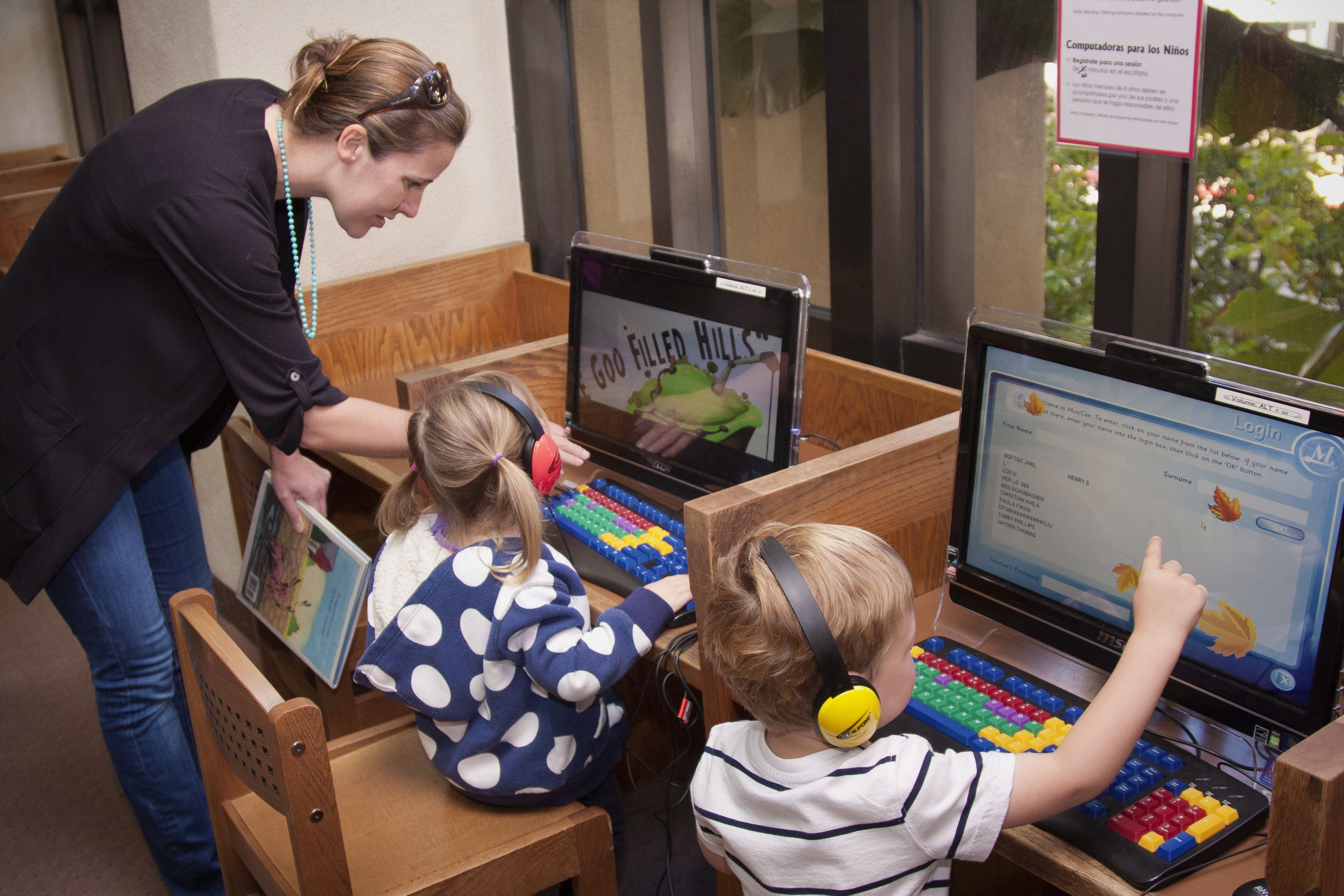 Friends of the Santa Barbara Public Library: 2 children reading at the computer (photo: Natalie Thomson, Photography)