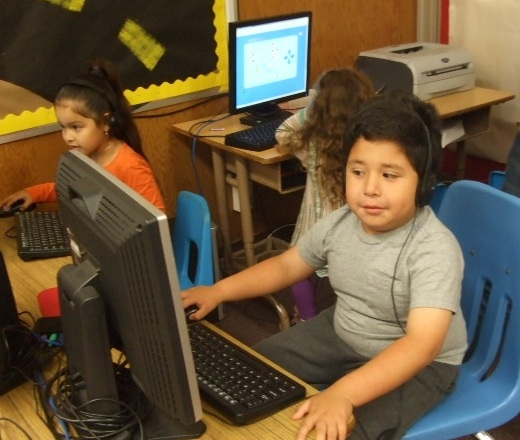 2010 Carpinteria Children's Project at Main children at computers