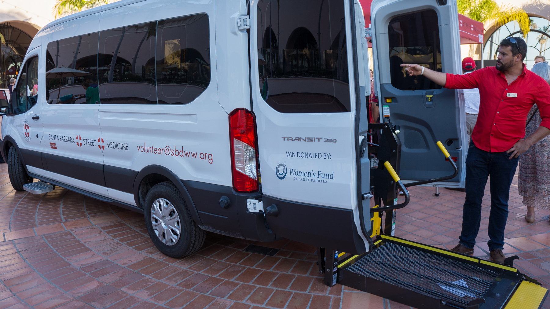 A 2015-16 Women's Fund grant funded a van that enables DWW's volunteers to go where homeless people need care.