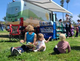 Library-on-the-Go serves children at Shoreline Park